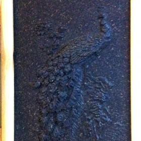 云南孔雀挂画普洱茶工艺品,首幅以普洱茶雕刻的普洱茶雕壁画